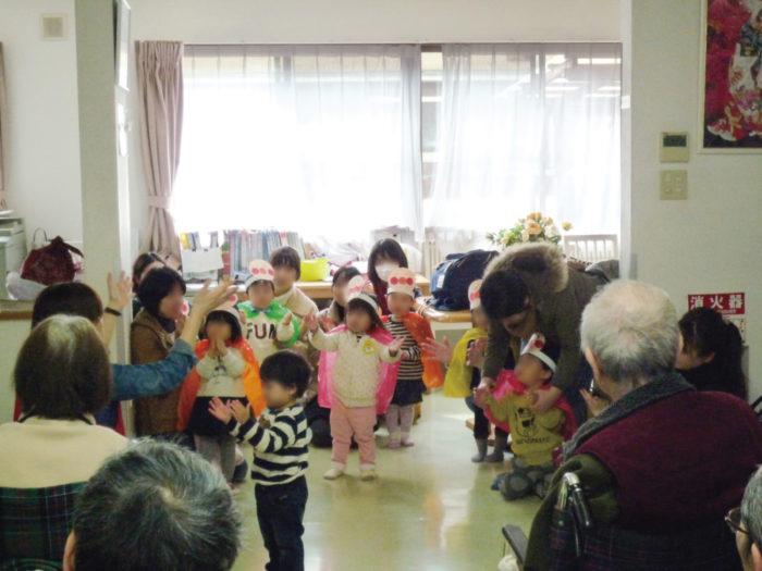 2017.2.24 味生児童館2歳児による慰問 (14)
