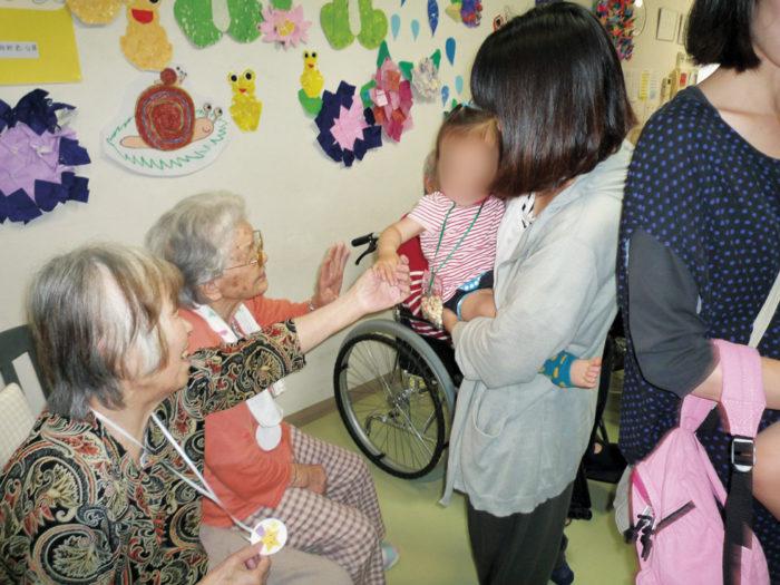 2017.6.21 味生児童館2歳児による慰問 (96)