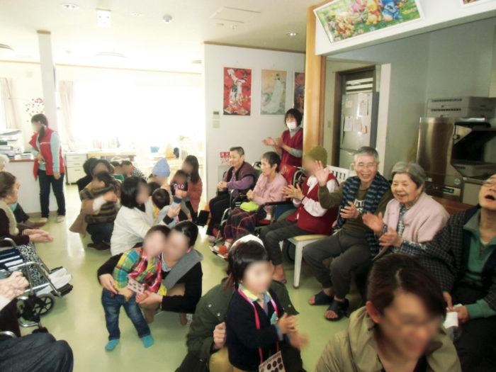 味生児童館2歳児による慰問-3