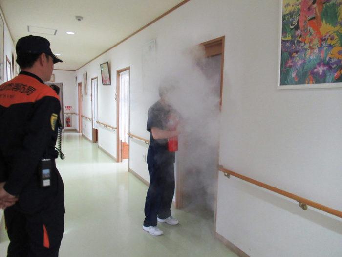 2018.4.12 火災避難訓練(消防署立会い) (42)