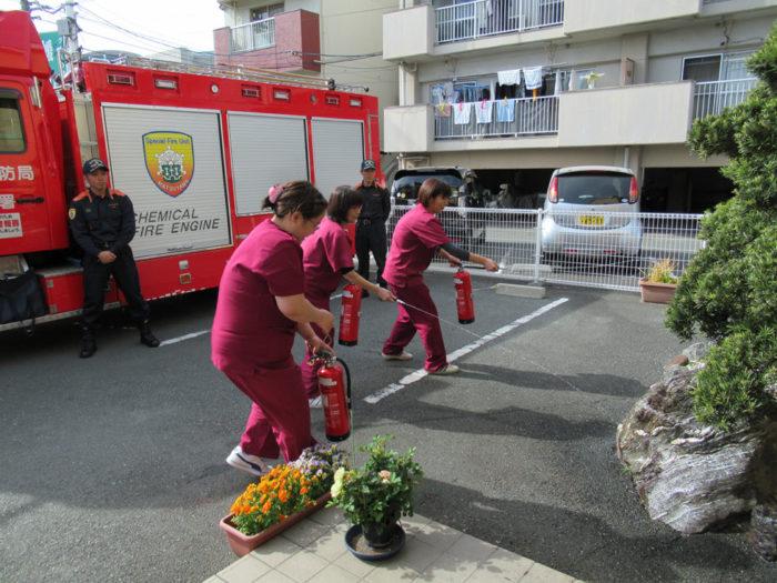 2018.4.12 火災避難訓練(消防署立会い) (122)